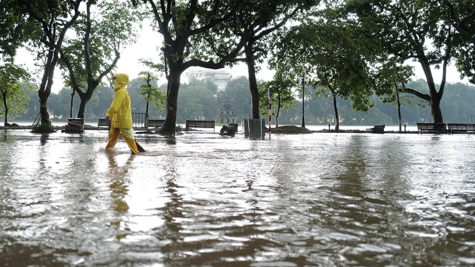 Lý giải nguyên nhân khiến khu vực Hồ Gươm ngập thành biển nước