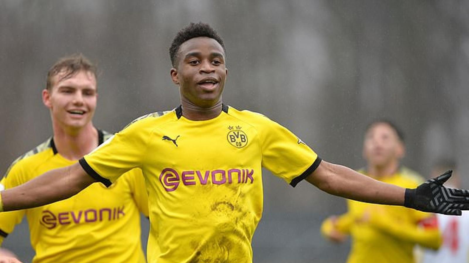 """Erling Haaland ngả mũ thán phục """"thần đồng"""" 15 tuổi của Dortmund"""