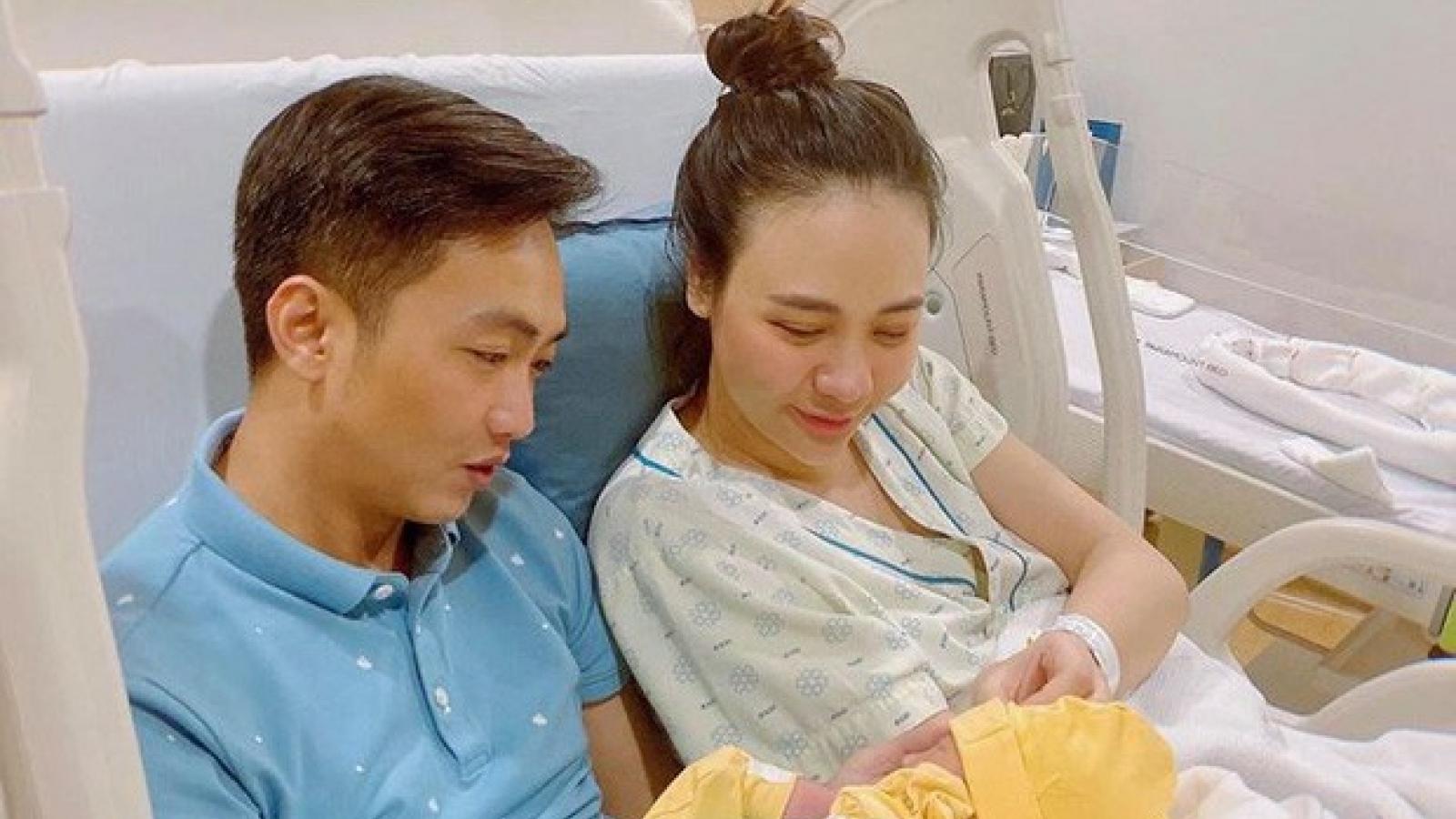 Chuyện showbiz: Đàm Thu Trang tái xuất rạng rỡ sau khi sinh con gái