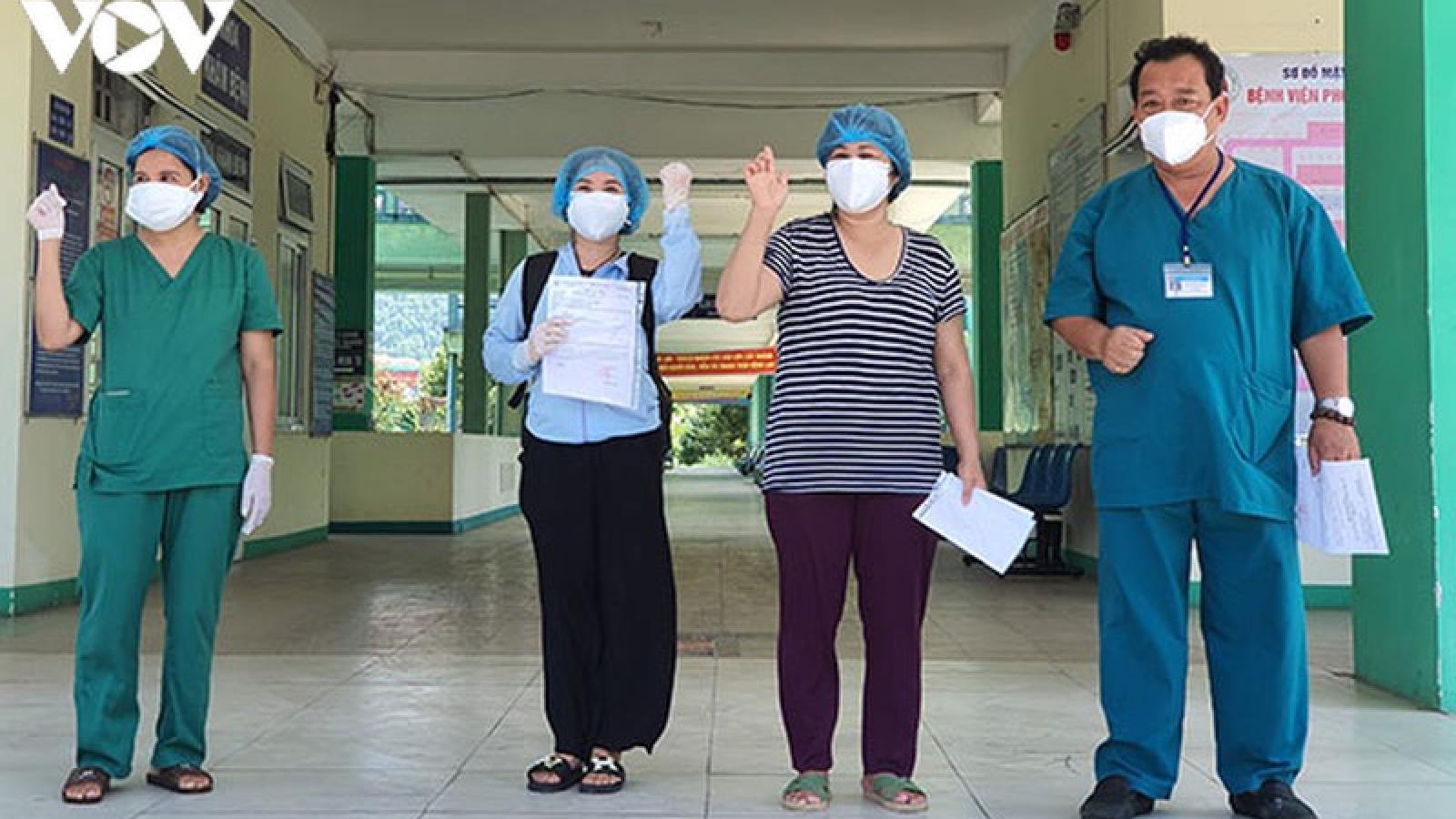 2 bệnh nhân khỏi Covid-19 ở Đà Nẵng xuất viện