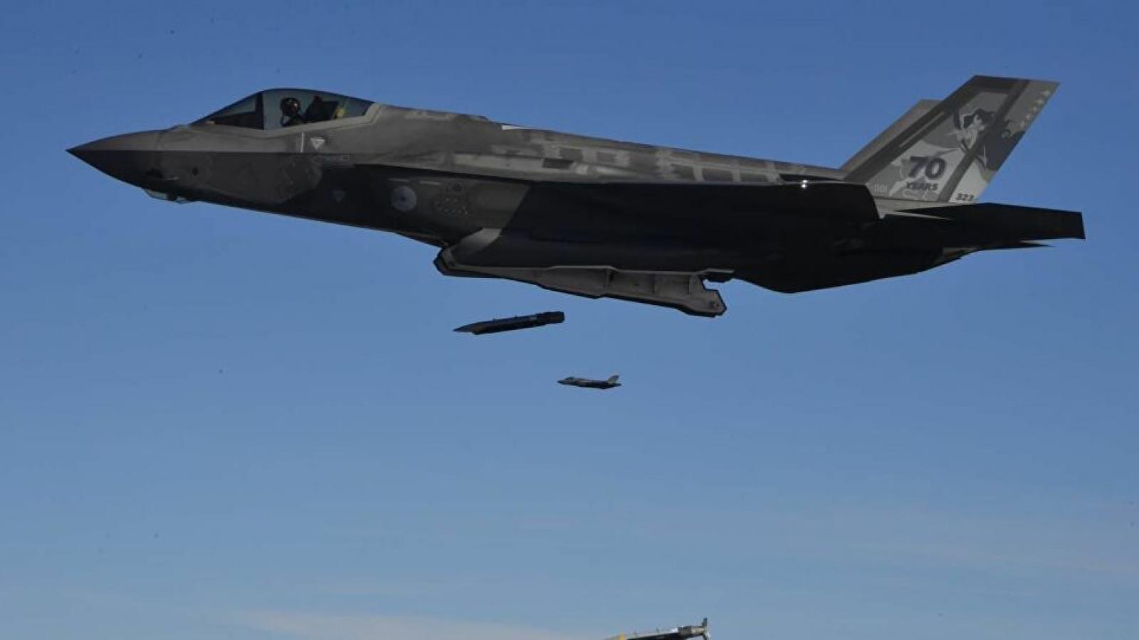 Video: Phi công F-35 thử nghiệm thả 16 quả bom lượn