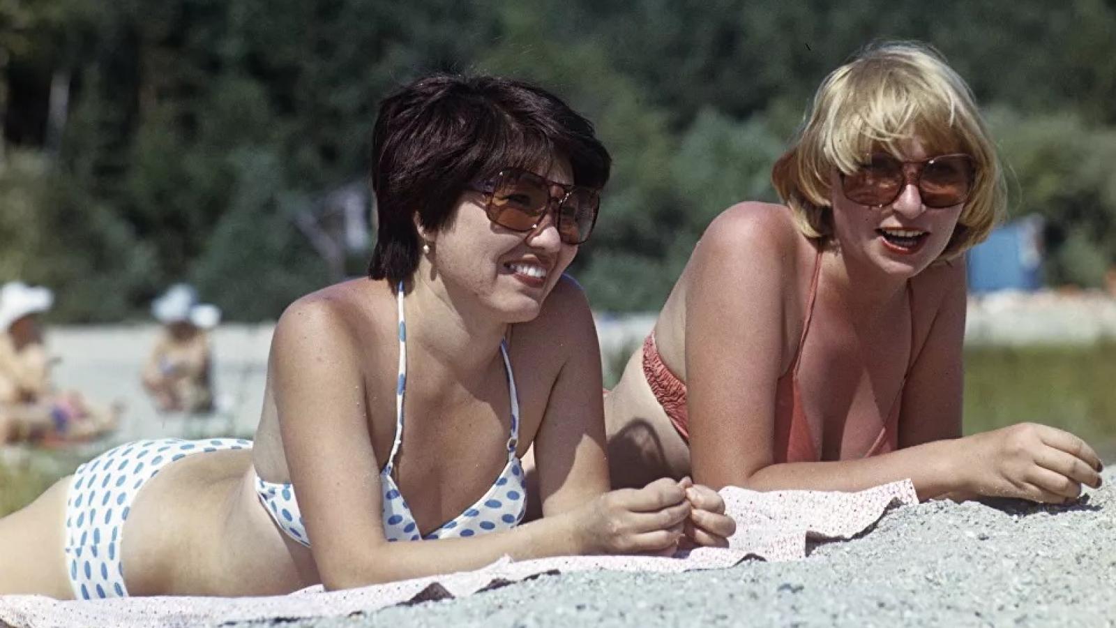 Ảnh: Phụ nữ Liên Xô từ rất sớm đã không lạ lẫm gì với bikini