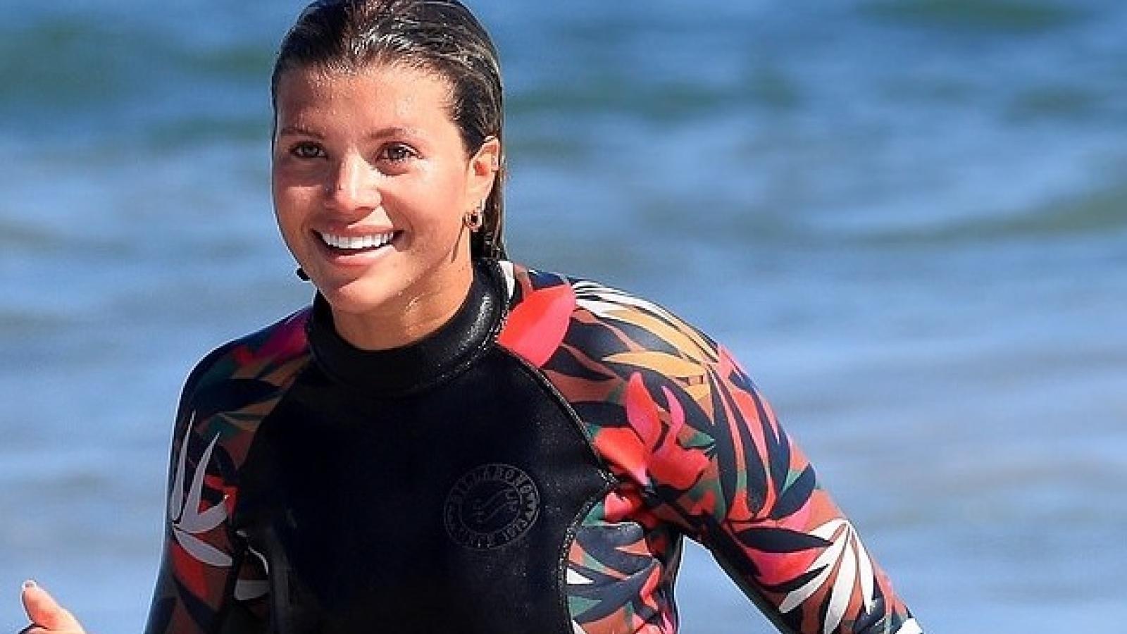Sofia Richie mặc áo tắm, thỏa sức nô đùa cùng bạn bè trên bãi biển