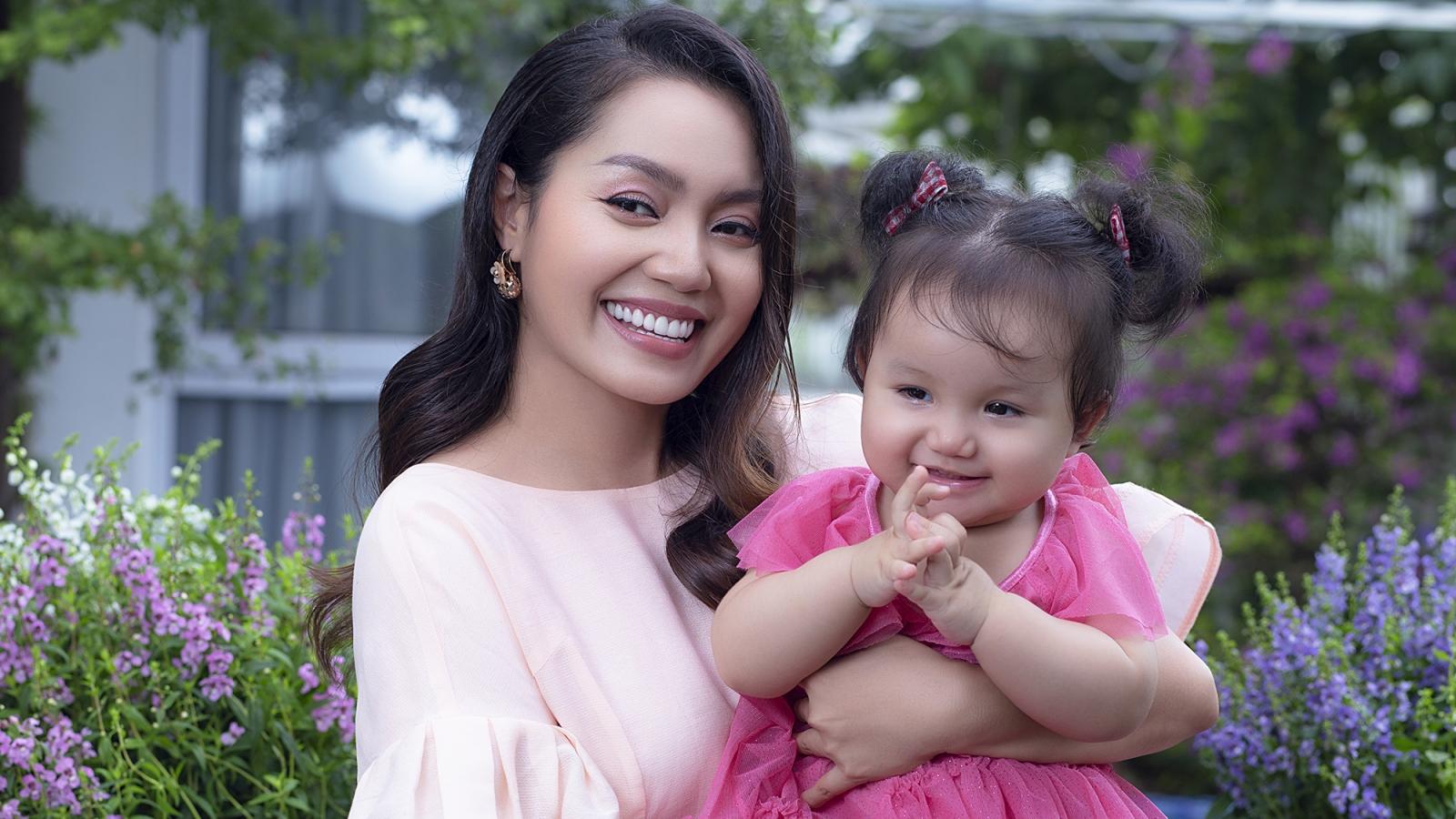 Ca sĩ Nguyễn Ngọc Anh lần đầu khoe ảnh con gái thứ hai xinh xắn, đáng yêu