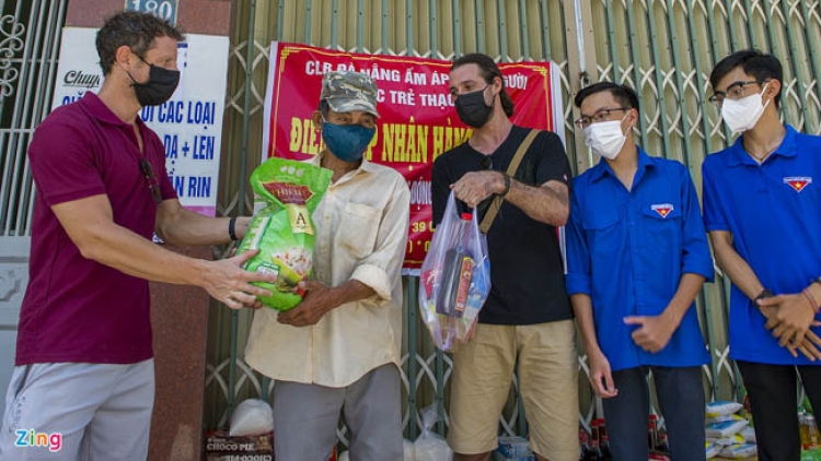 Foreigners unite with Da Nang in COVID-19 fight