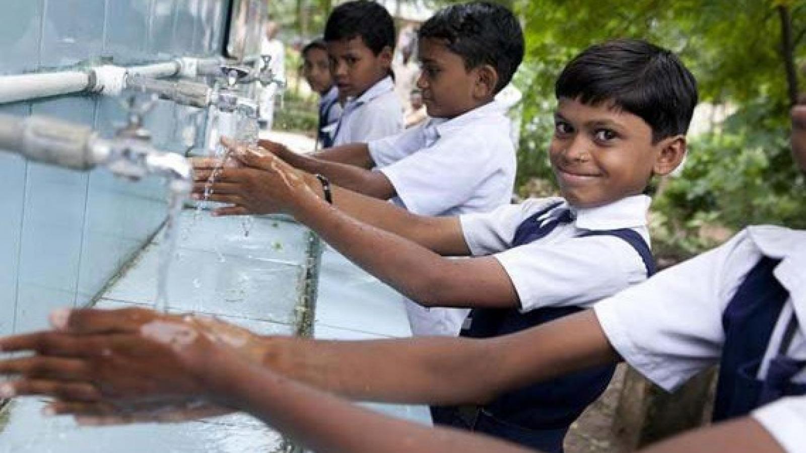UNICEF kêu gọi thói quen rửa tay thường xuyên để ngừa Covid-19 trong trường học