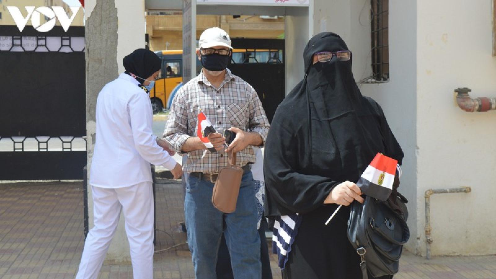 Cử tri Ai Cập trong nước đi bầu cử Thượng viện