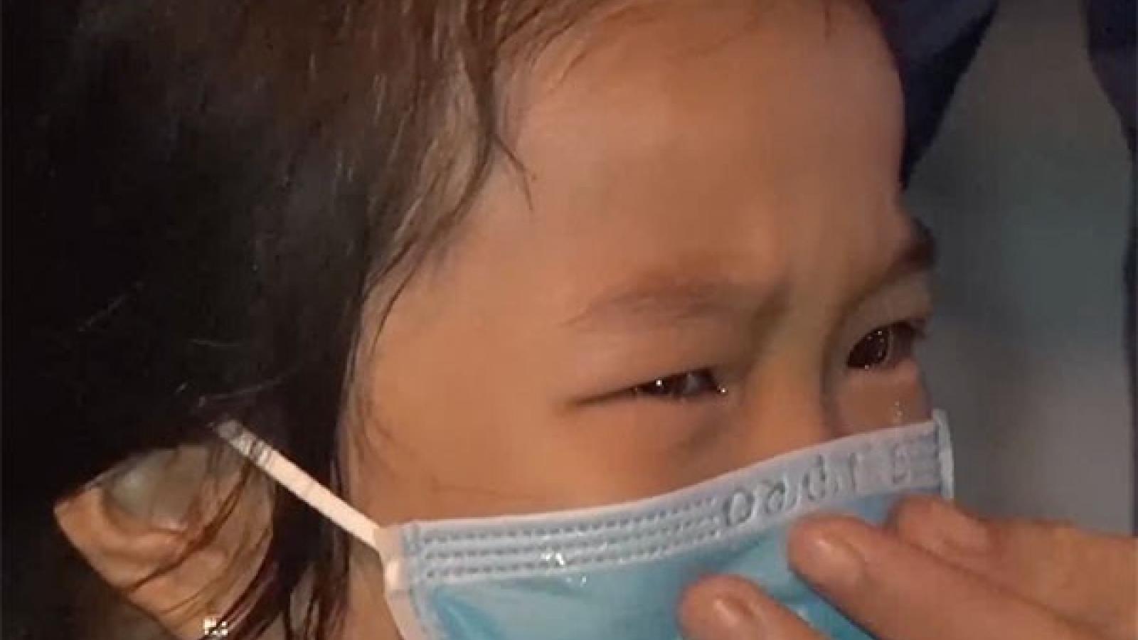 Nghẹn lòng giọt nước mắt con trẻ xa mẹ mùa dịch!