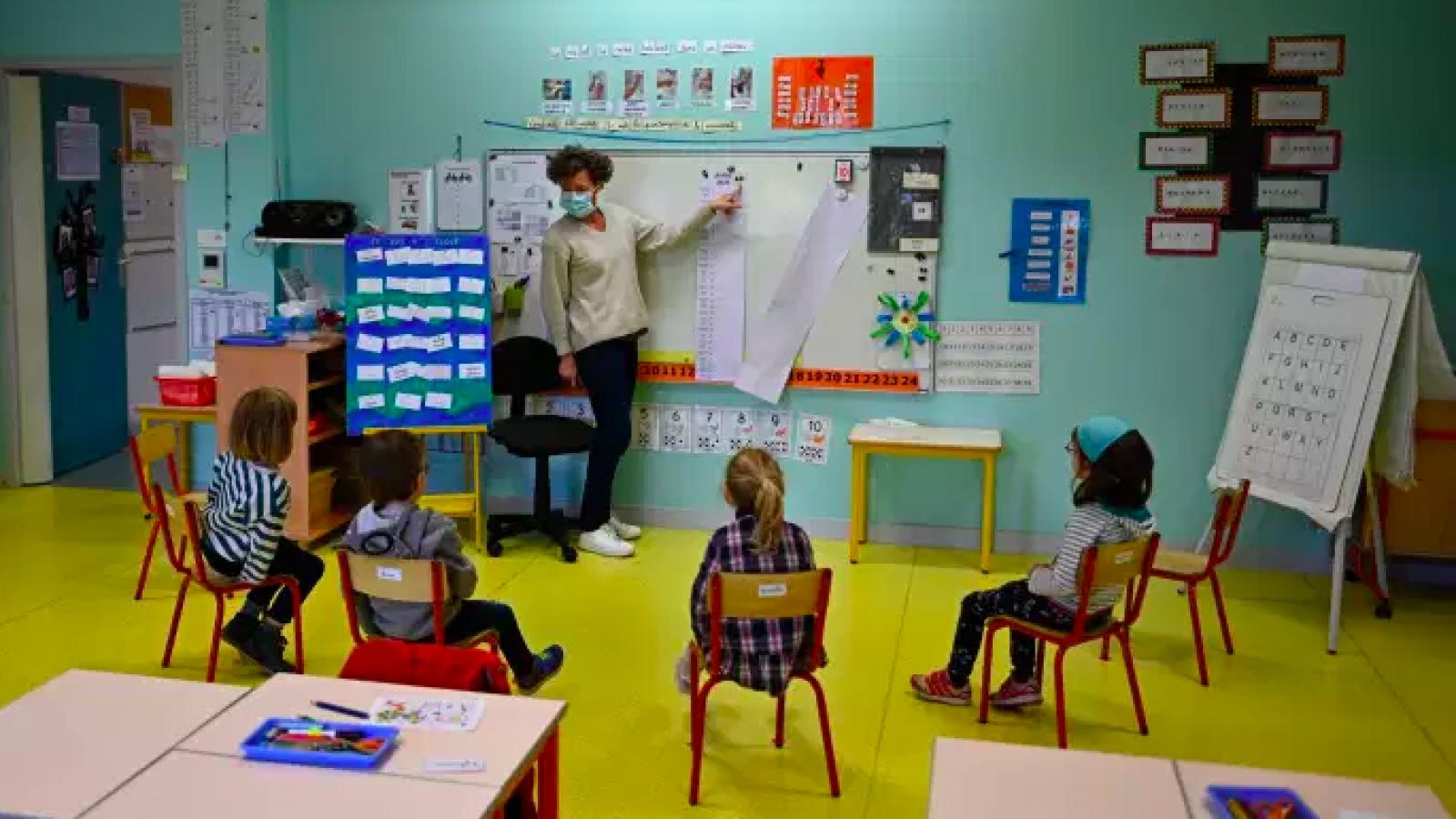 Pháp sẵn sàng đóng cửa trường học bất cứ lúc nào