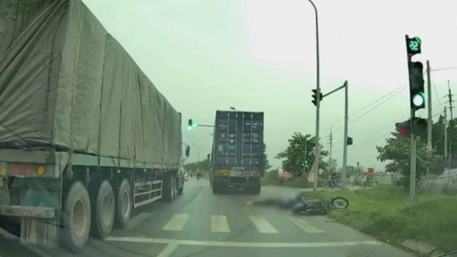 Công an truy tìm tài xế container đâm chết cô gái trẻ tại Hà Nội