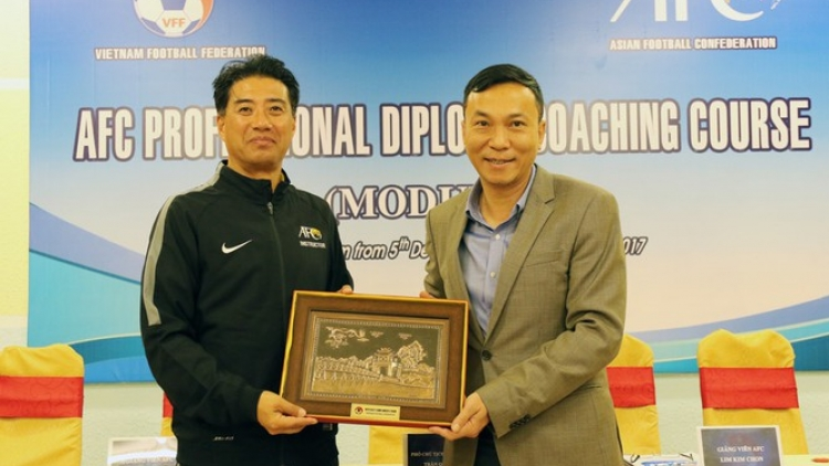 Football: New Japanese technical director quarantined upon arrival in Vietnam