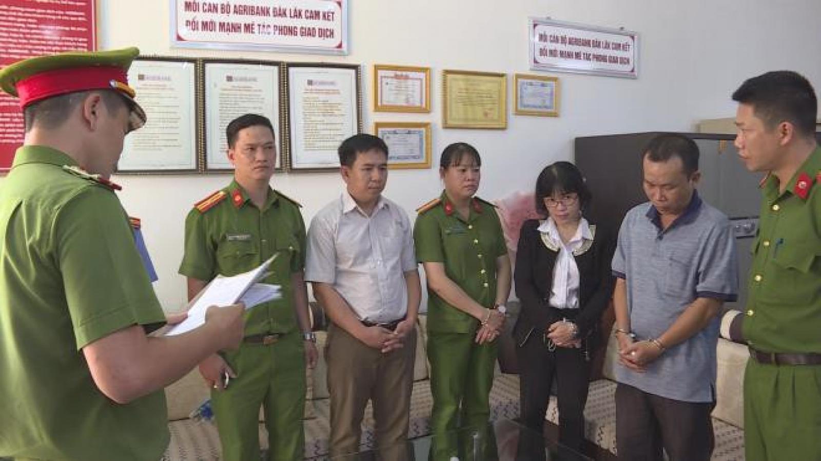 Bắt nguyên lãnh đạo, nhân viên ngân hàng Agribank ở Đắk Lắk