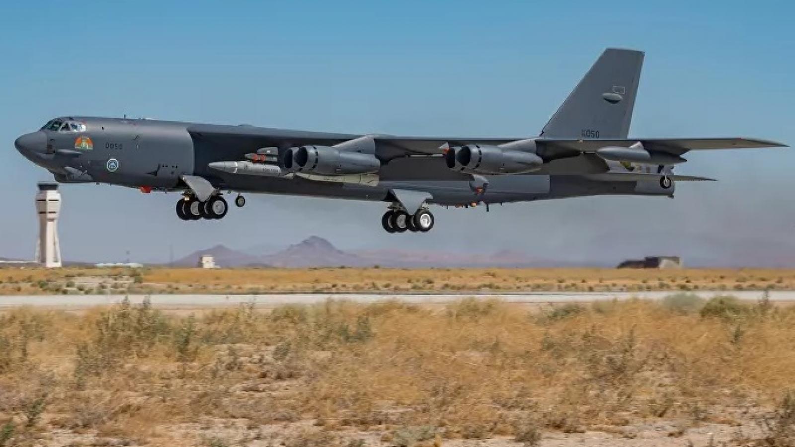Máy bay B-52 Mỹ thử nghiệm mang tên lửa siêu thanh ARRW