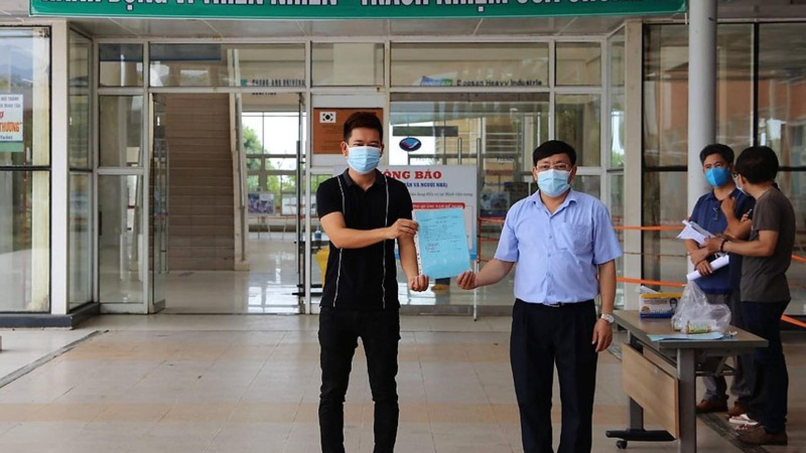 Cha nguy kịch nhưng bác sĩ Bệnh viện Chợ Rẫy vẫn ở lại Quảng Nam chống dịch
