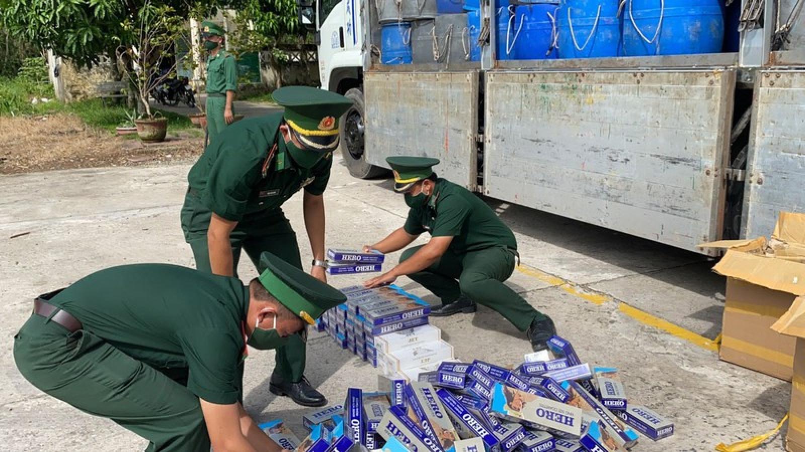 Bắt giữ tài xế xe tải vận chuyển hơn 1.800 gói thuốc lá ngoại nhập lậu