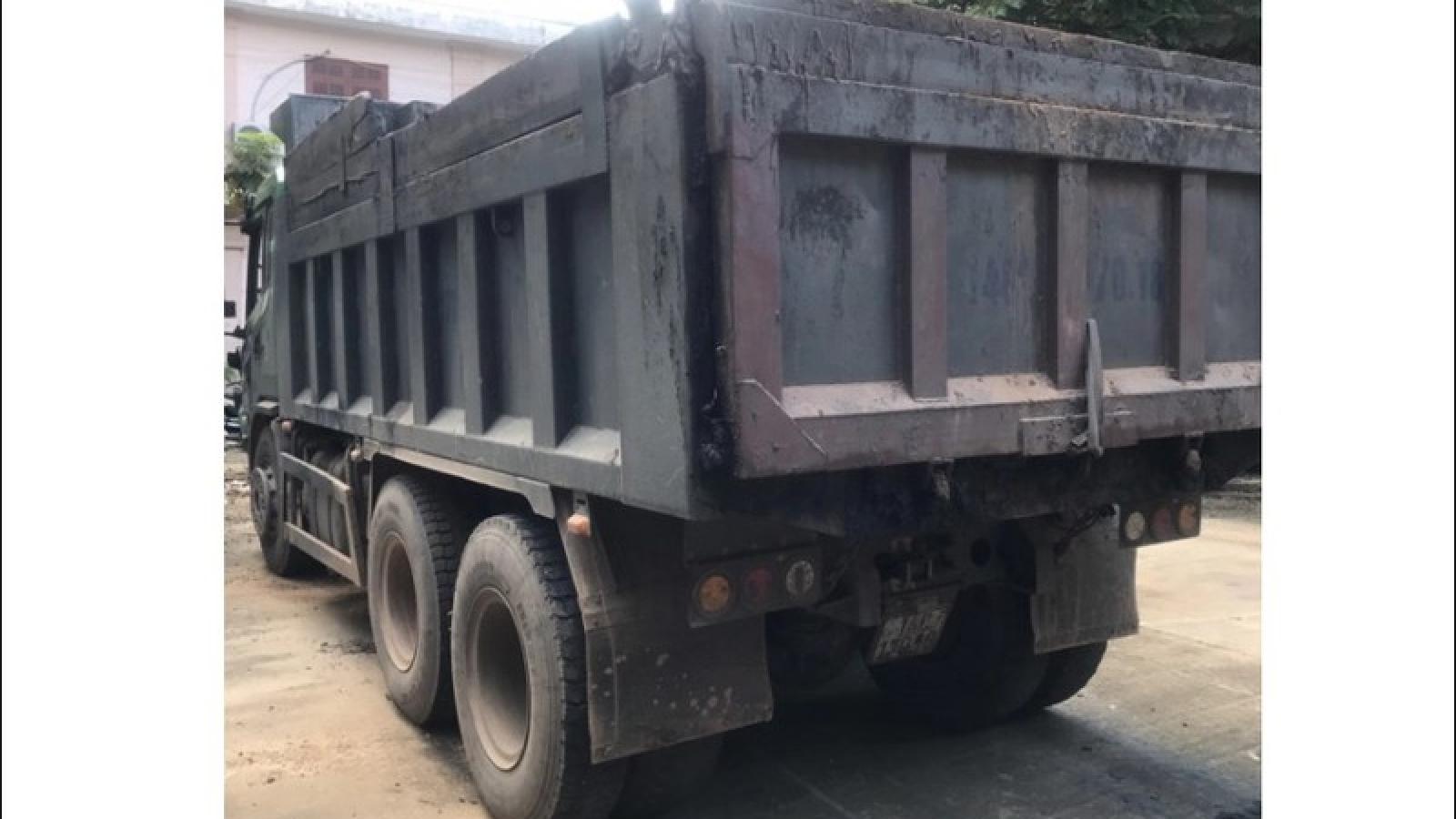 Bắt tài xế xe tải chở than chống người thi hành công vụ