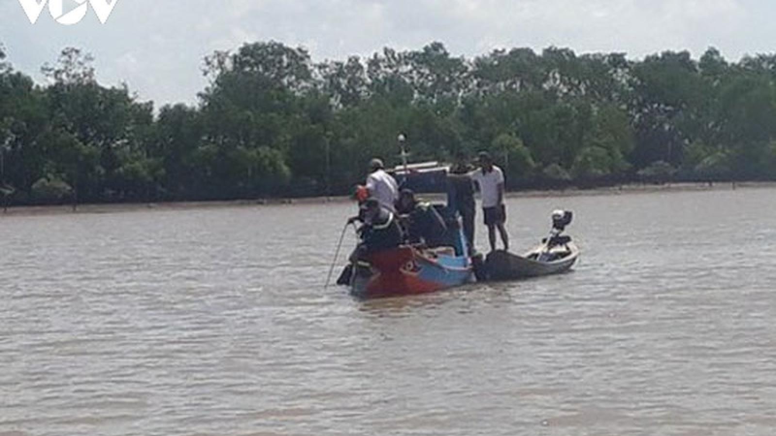 Trục vớt 4 thi thể trong vụ chìm ghe trên sông Ba Lai