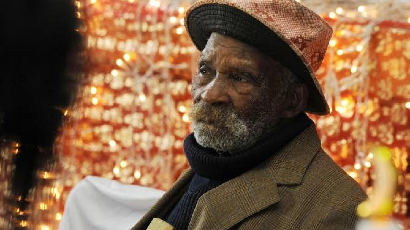 Người đàn ông hút thuốc nhưng vẫn sống lâu nhất thế giới qua đời ở tuổi 116