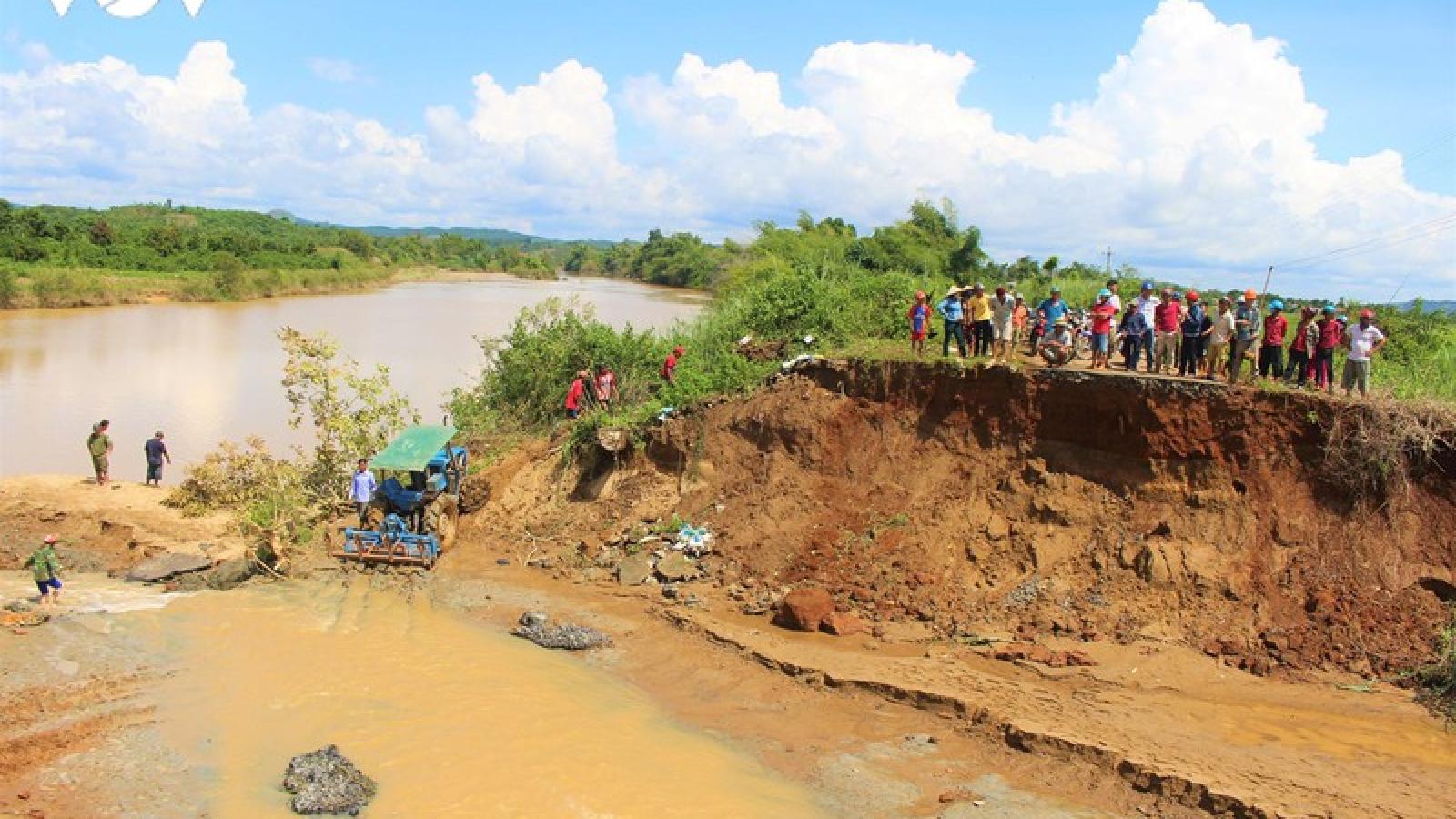 Mưa nhiều ngày liên tục gây ngập lụt, sạt lở ở Đắk Lắk