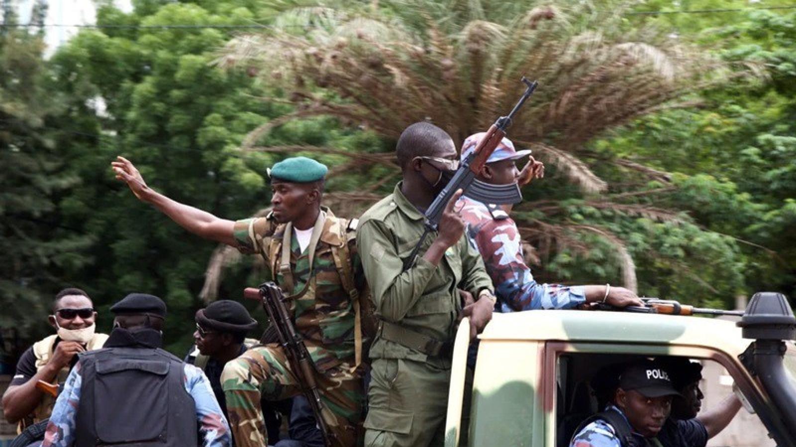 Phái đoàn ECOWAS đàm phán với lực lượng tiến hành binh biến Mali