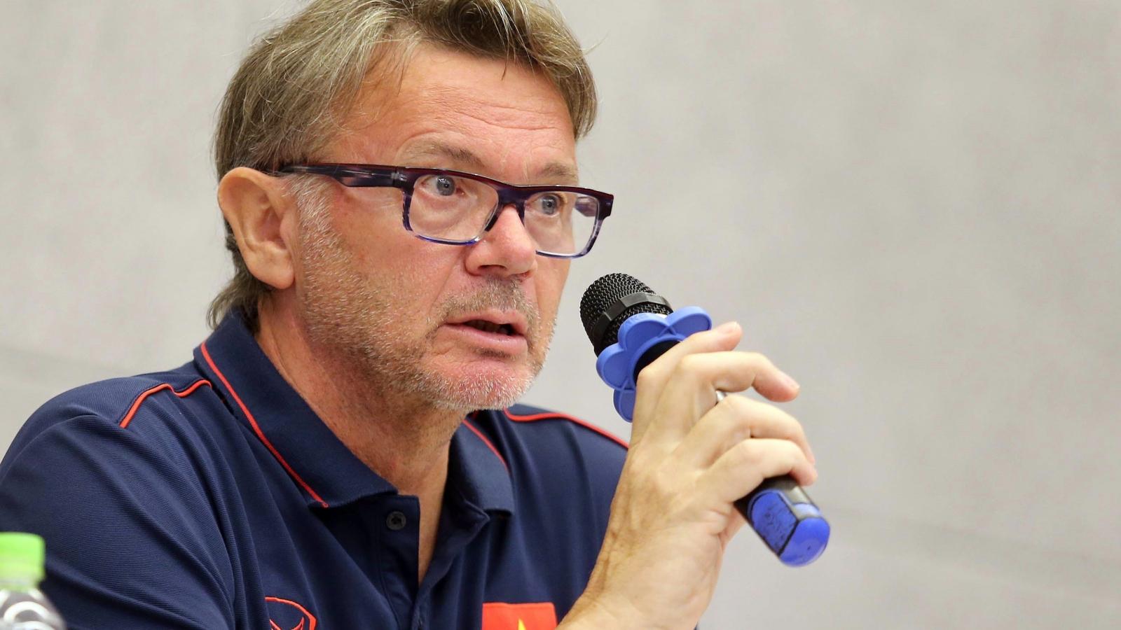 HLV Troussier chỉ ra lứa cầu nòng cốt của Việt Nam hướng đến World Cup 2026