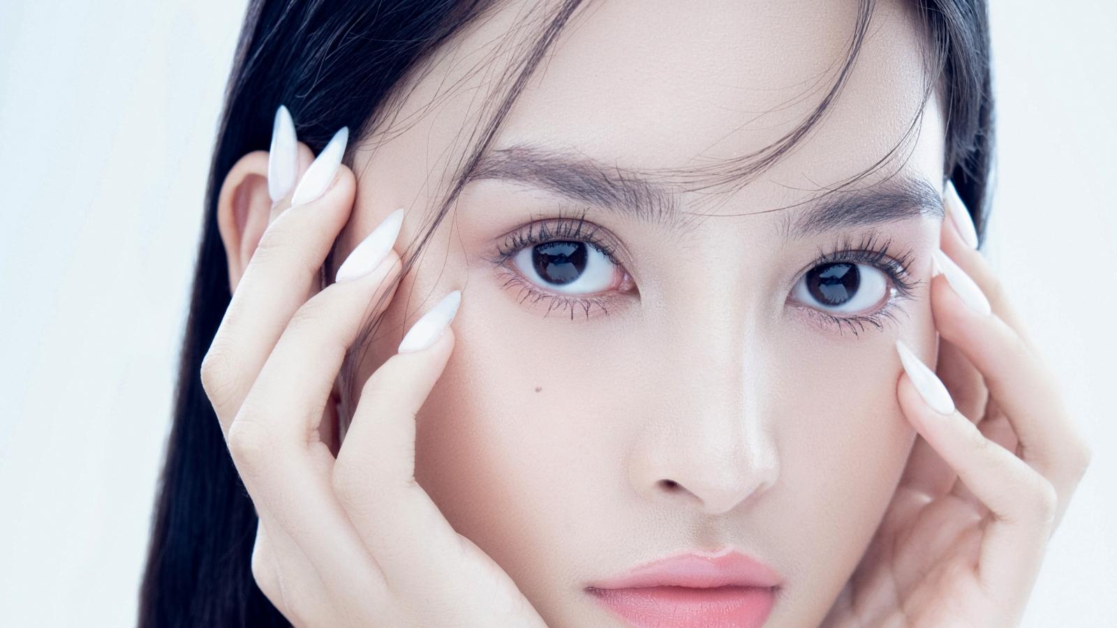 Ngất ngây trước vẻ đẹp ngọt ngào của Hoa hậu Tiểu Vy trong bộ ảnh mới