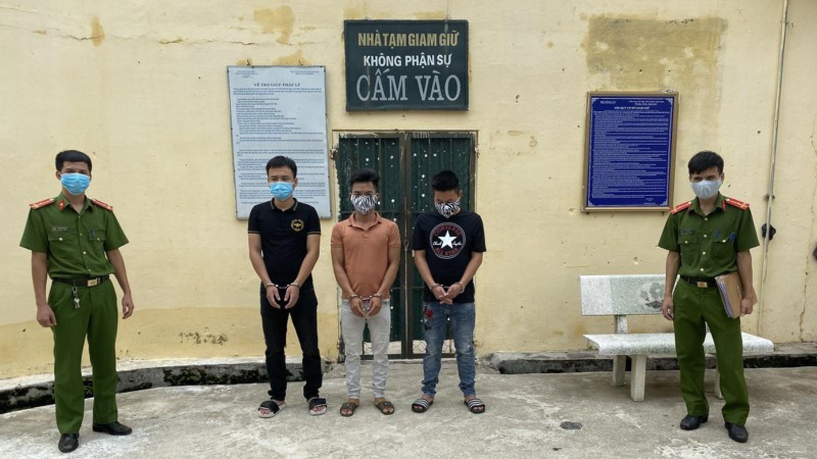 Tạm giam 3 đối tượng dùng hung khí gây rối trật tự