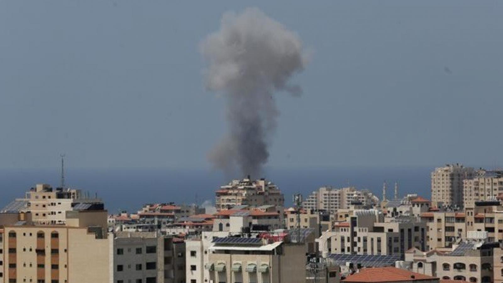 Israel tấn công Hamas nhằm đáp vụ thả bóng bay lửa