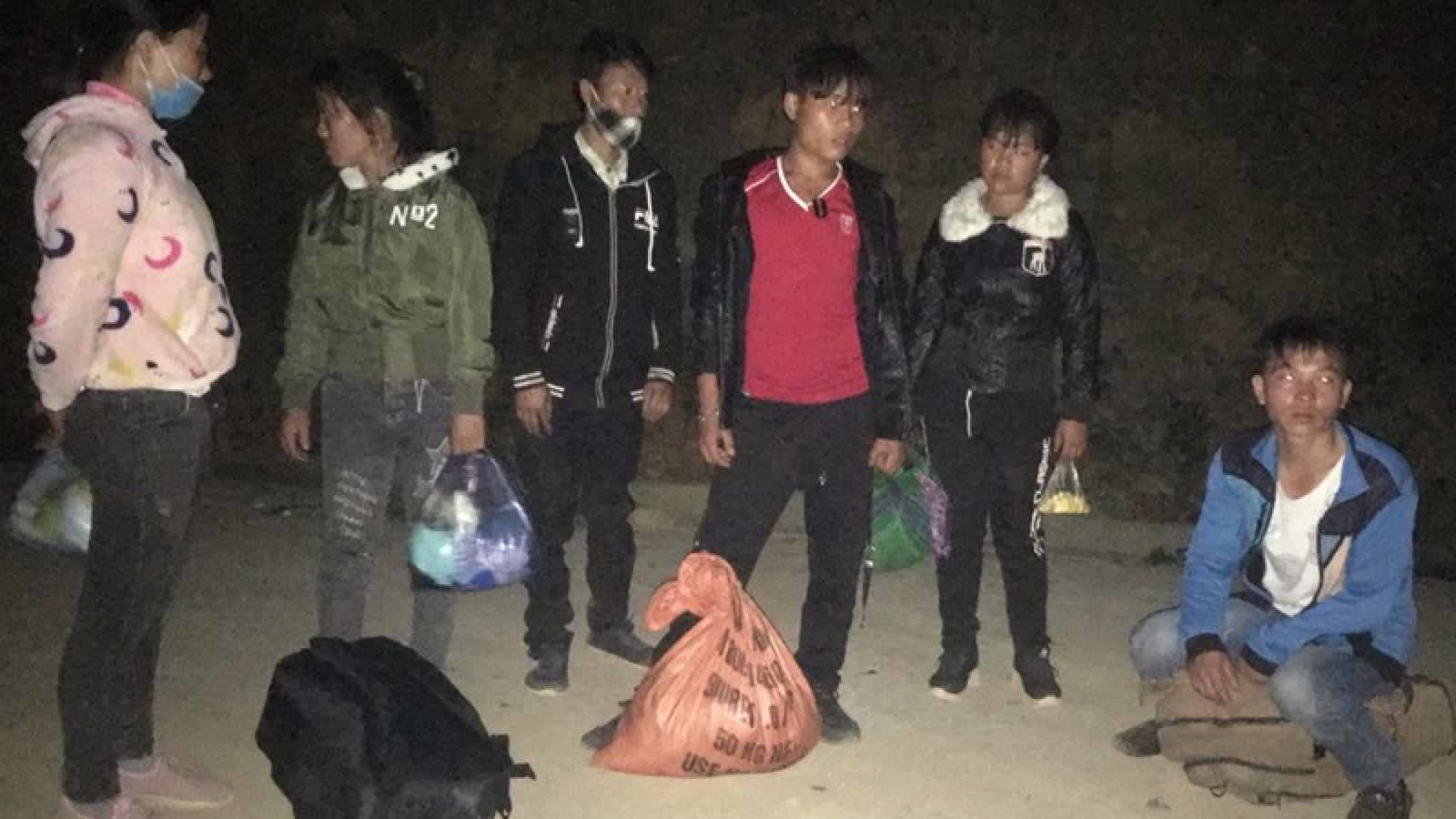 Bắt giữ 9 lao động chui vượt biên trở về bằng đường sông tại Lào Cai