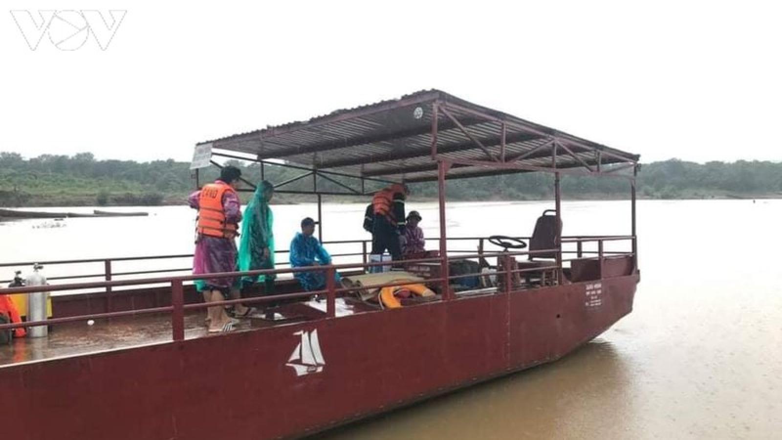 Lật thuyền trên sông Sê San, 1 người mất tích