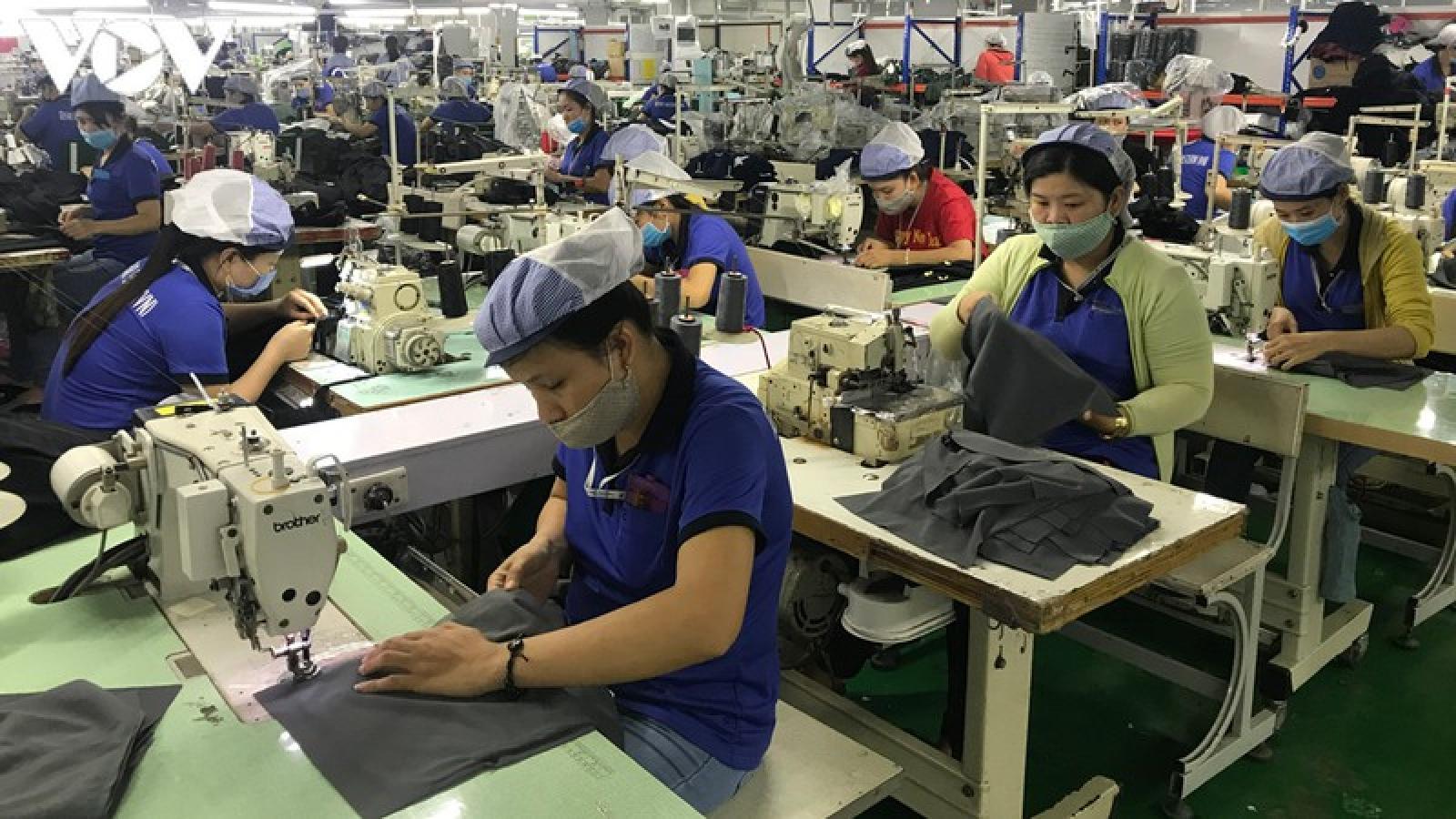 Nghịch lý tuyển dụng lao động ở Bình Dương