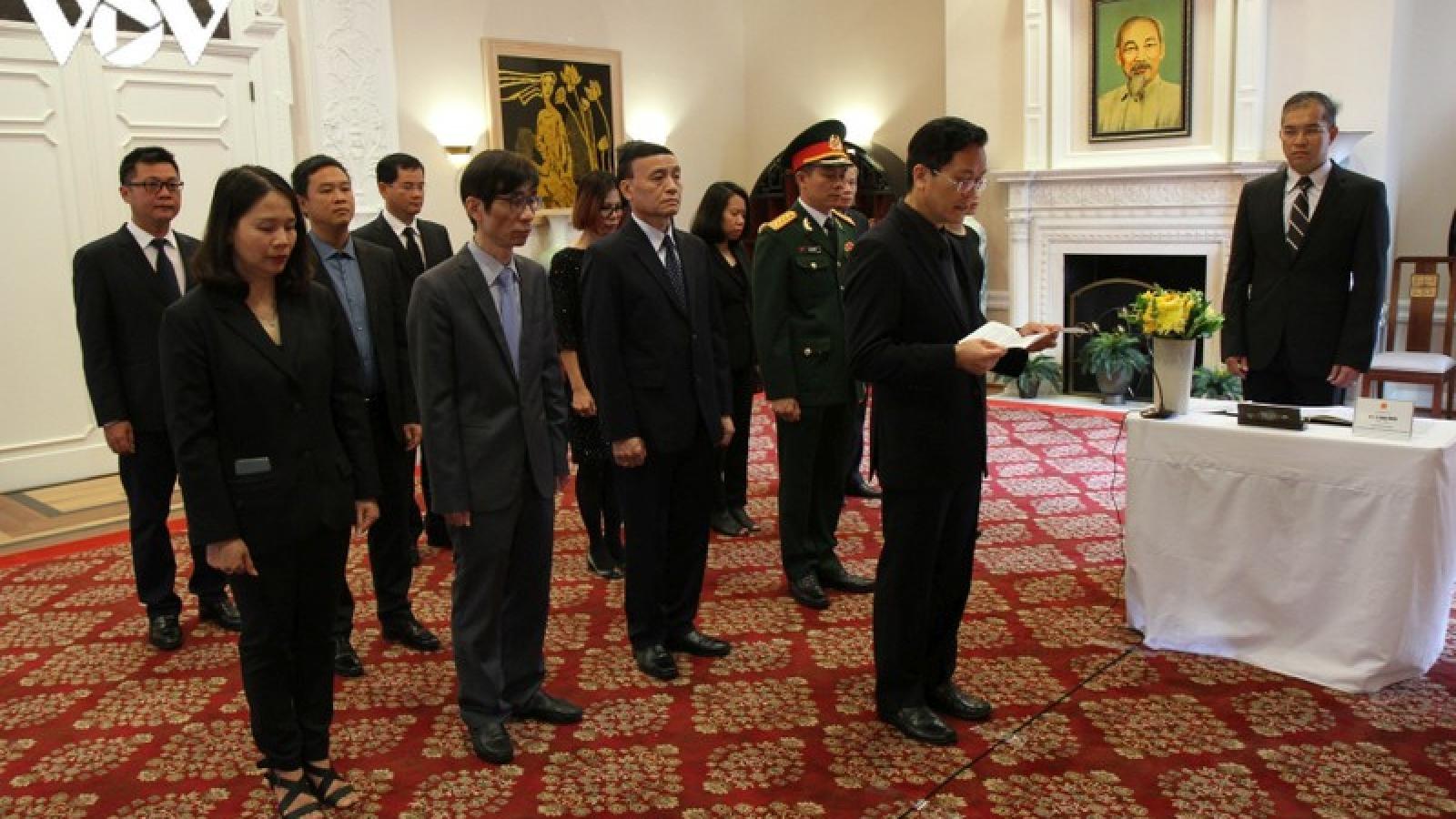ĐSQ Việt Nam tại Mỹ tổ chức lễ viếng nguyên Tổng Bí thư Lê Khả Phiêu