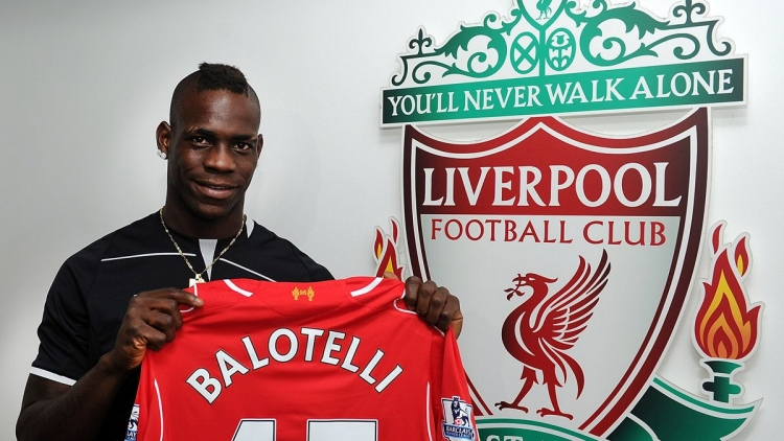 """Ngày này năm xưa: """"Sao xịt"""" Balotelli gia nhập Liverpool"""