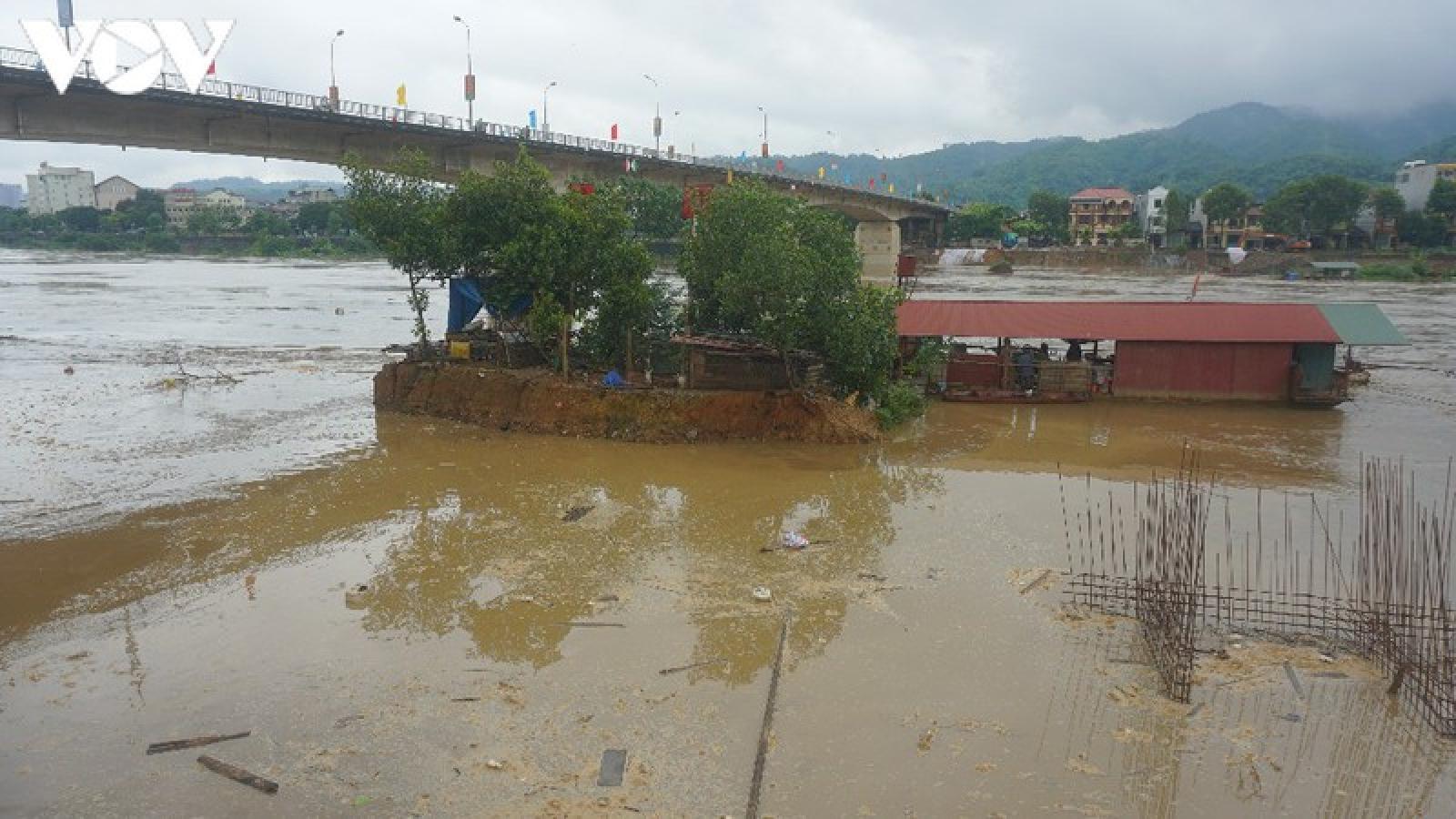 Lũ lớn kéo về, sông Hồng qua TP Lào Cai mênh mông nước