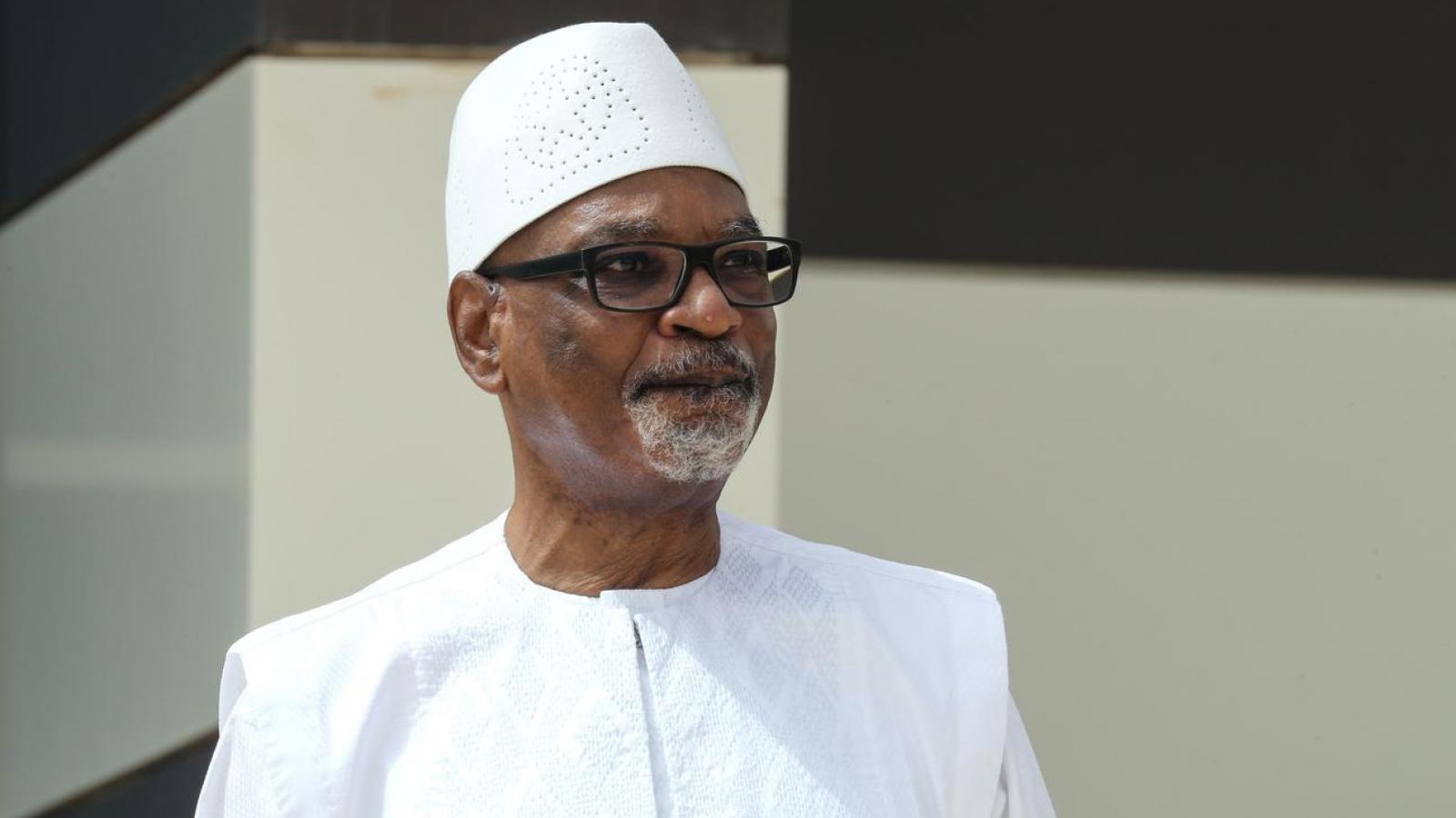 Tổng thống từ chức sau khi bị quân đội bắt, Mali chìm sâu vào khủng hoảng