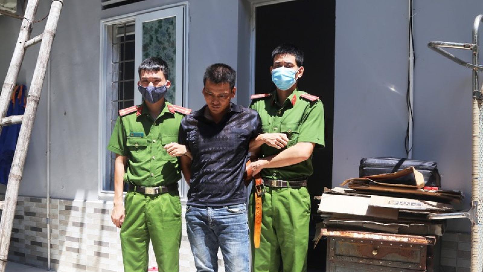 Đang đi giao ma túy đá thì bị bắt giữ