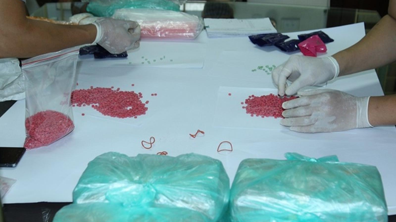 Lào Cai bắt 3 đối tượng vận chuyển hơn 80.000 viên ma túy tổng hợp