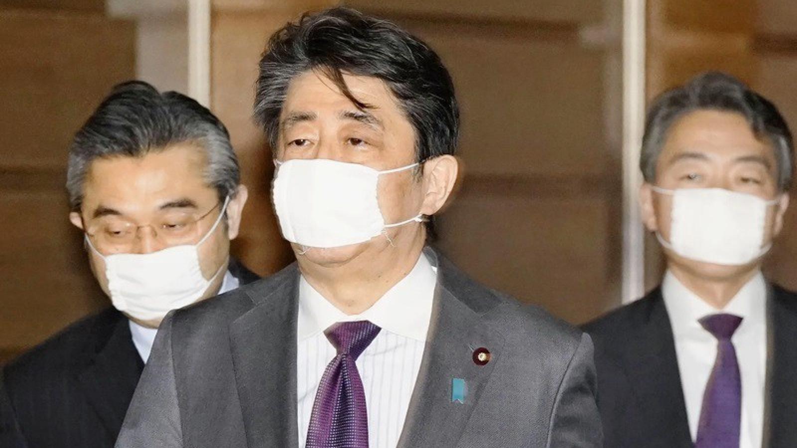Đại dịch Covid-19 làm giảm tỷ lệ ủng hộ chính phủ Nhật Bản
