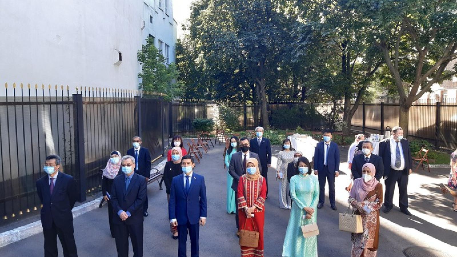 Lễ thượng cờ nhân kỷ niệm 53 năm thành lập ASEAN tại Ucraina