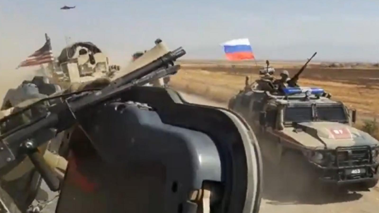 Xe quân sự Nga và Mỹ va chạm ở Syria