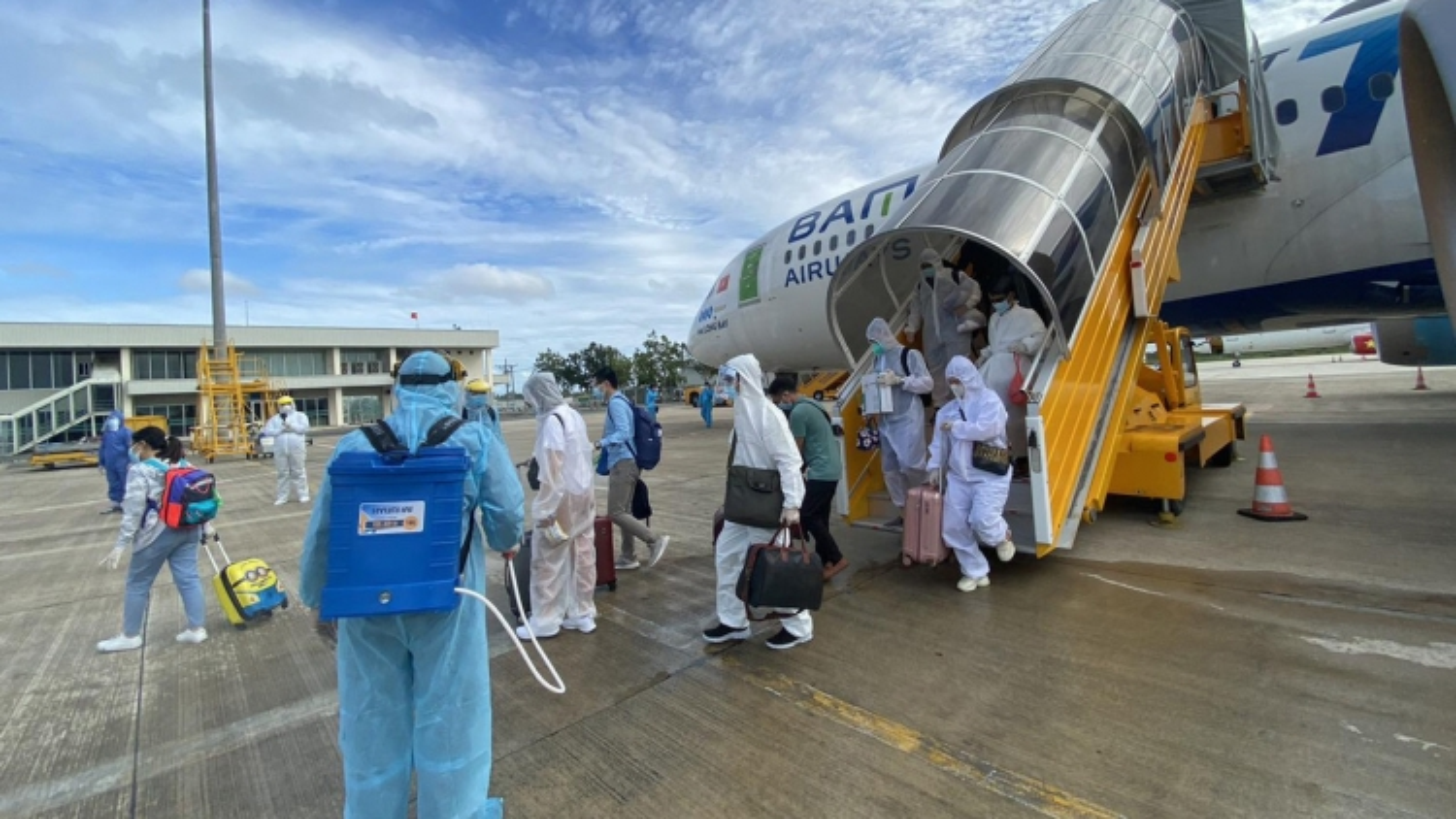 Hơn 260 công dân Việt Nam ở UAE về nước an toàn