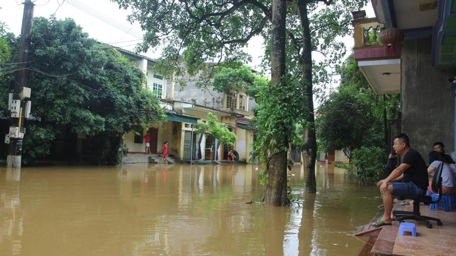 Nước sông Hồng tiếp tục dâng, khắc phục mưa lũ tại Yên Bái gặp khó khăn