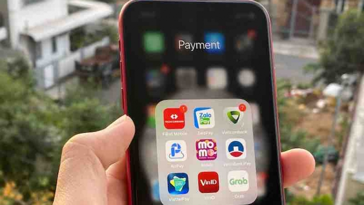 Vietnamese consumers prefer using cashless payments