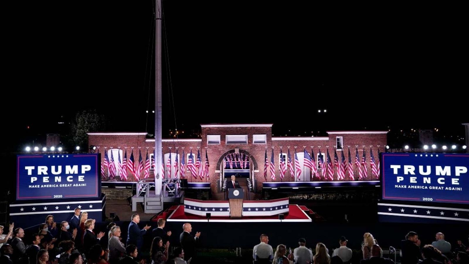 Phó Tổng thống Mỹ công kích ông Biden, tin sẽ có vaccine Covid-19 vào cuối năm