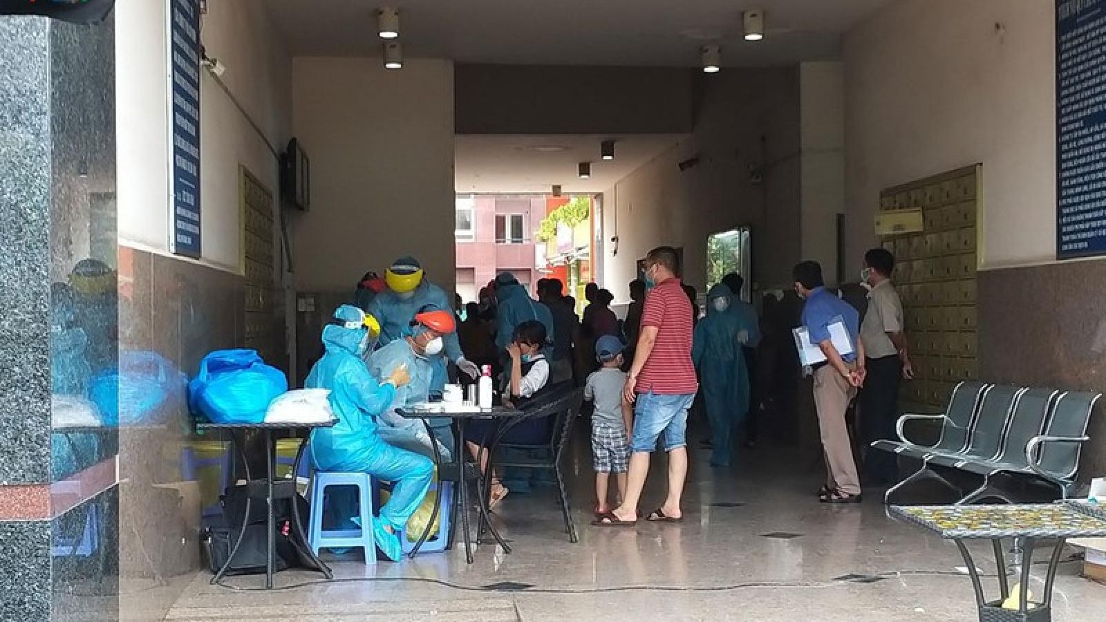 Phong tỏa một chung cư tại TPHCM, xét nghiệm 300 người phòng Covid-19