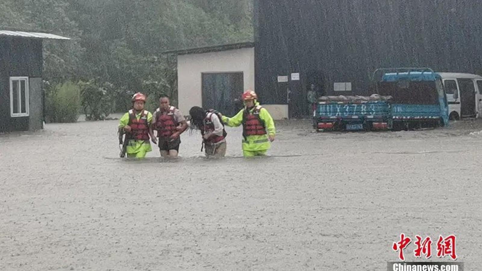 Tứ Xuyên, Trung Quốc di dời khẩn cấp 60.000 người do mưa lũ