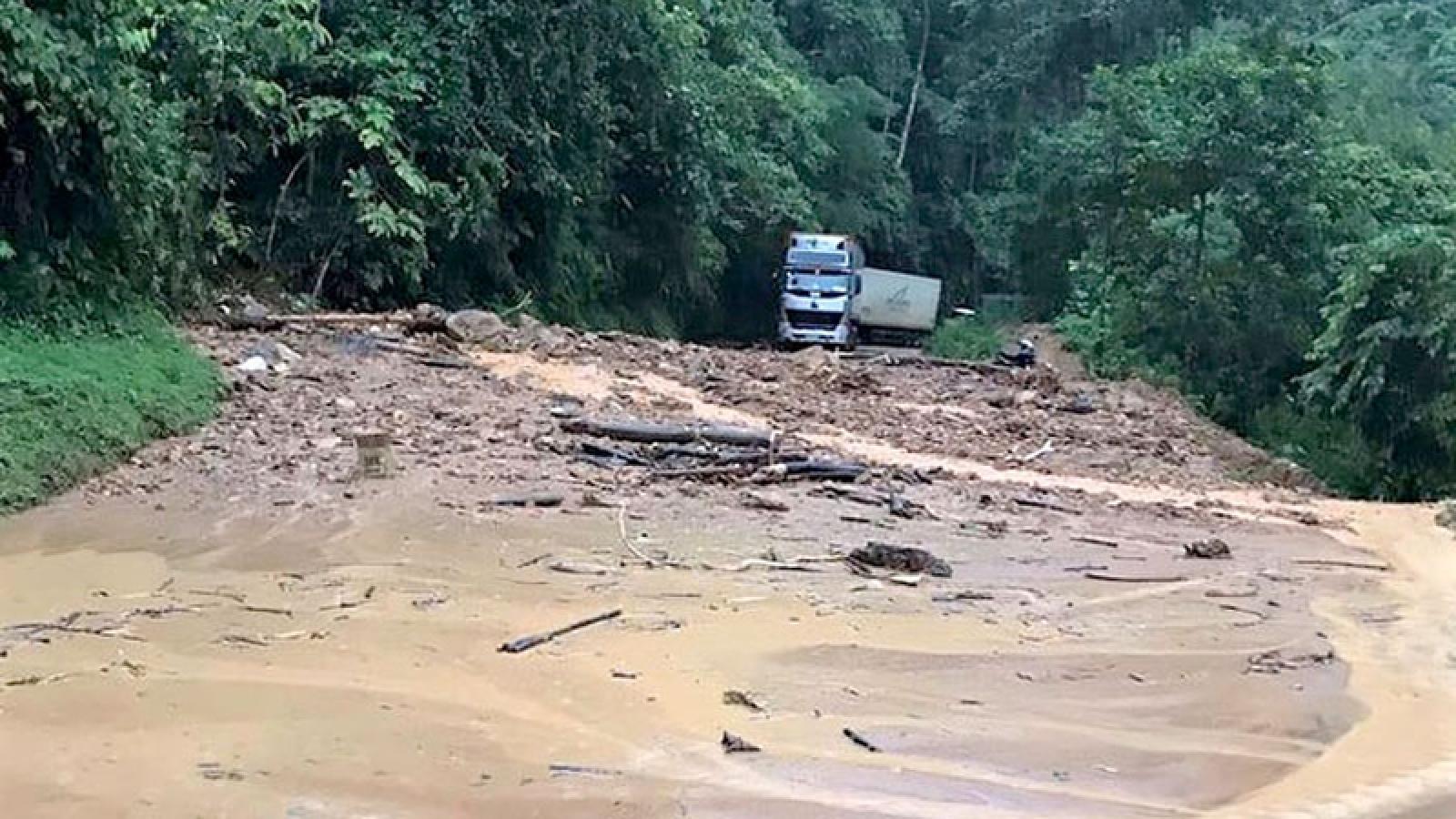 Mưa lớn gây sạt lở QL 279 đoạn Điện Biên - Cửa khẩu Quốc tế Tây Trang