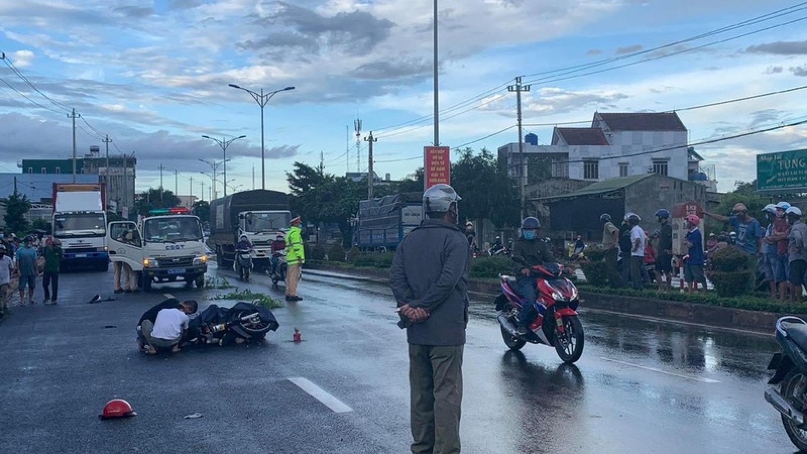 Va chạm với xe đầu kéo khiến 1 người tử vong, 1 người bị thương nặng