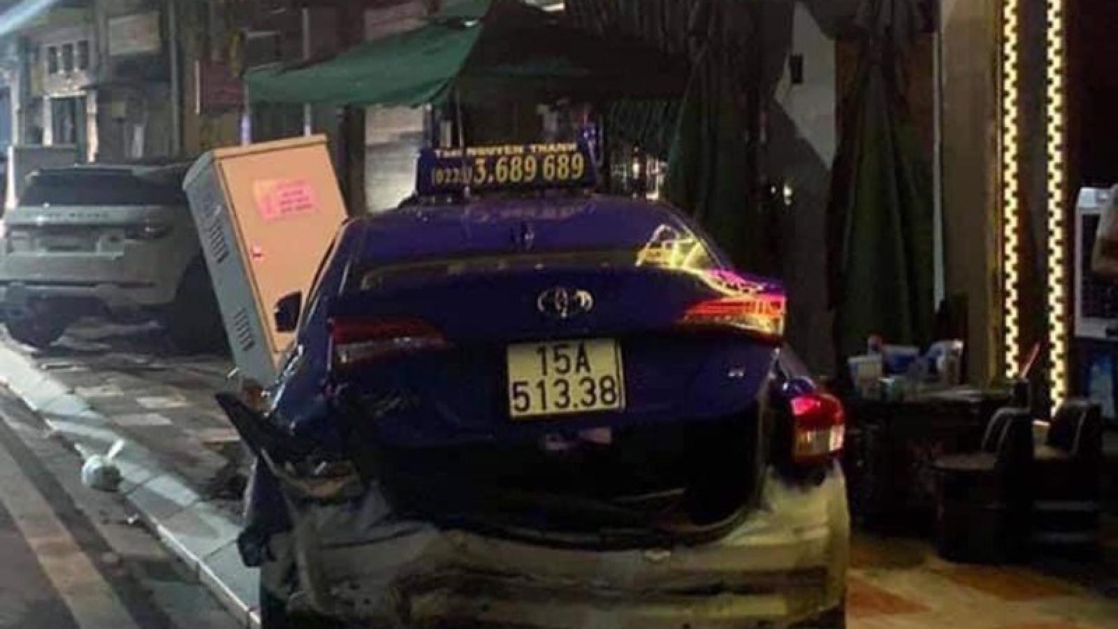 Xe Lexus gây tai nạn liên hoàn khiến 1 người tử vong