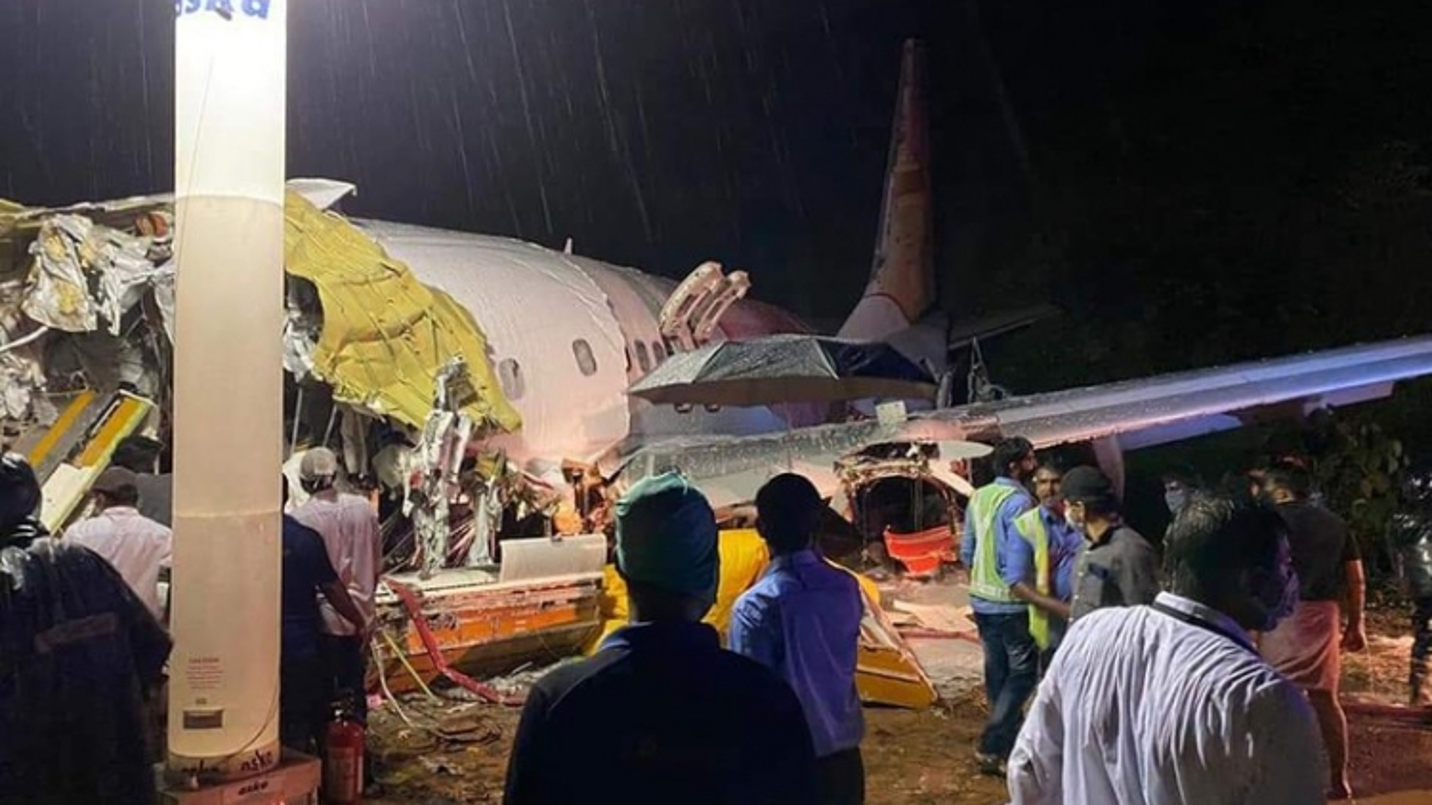 Thủ tướng gửi điện chia buồn vụ tai nạn máy bay ở Ấn Độ